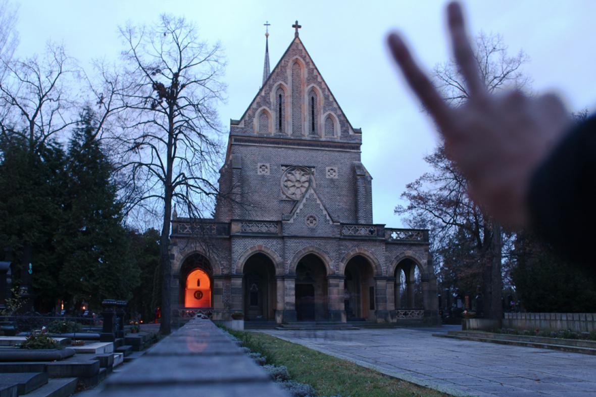 Pieta za Václava Havla u jeho hrobu na Vinohradském hřbitově