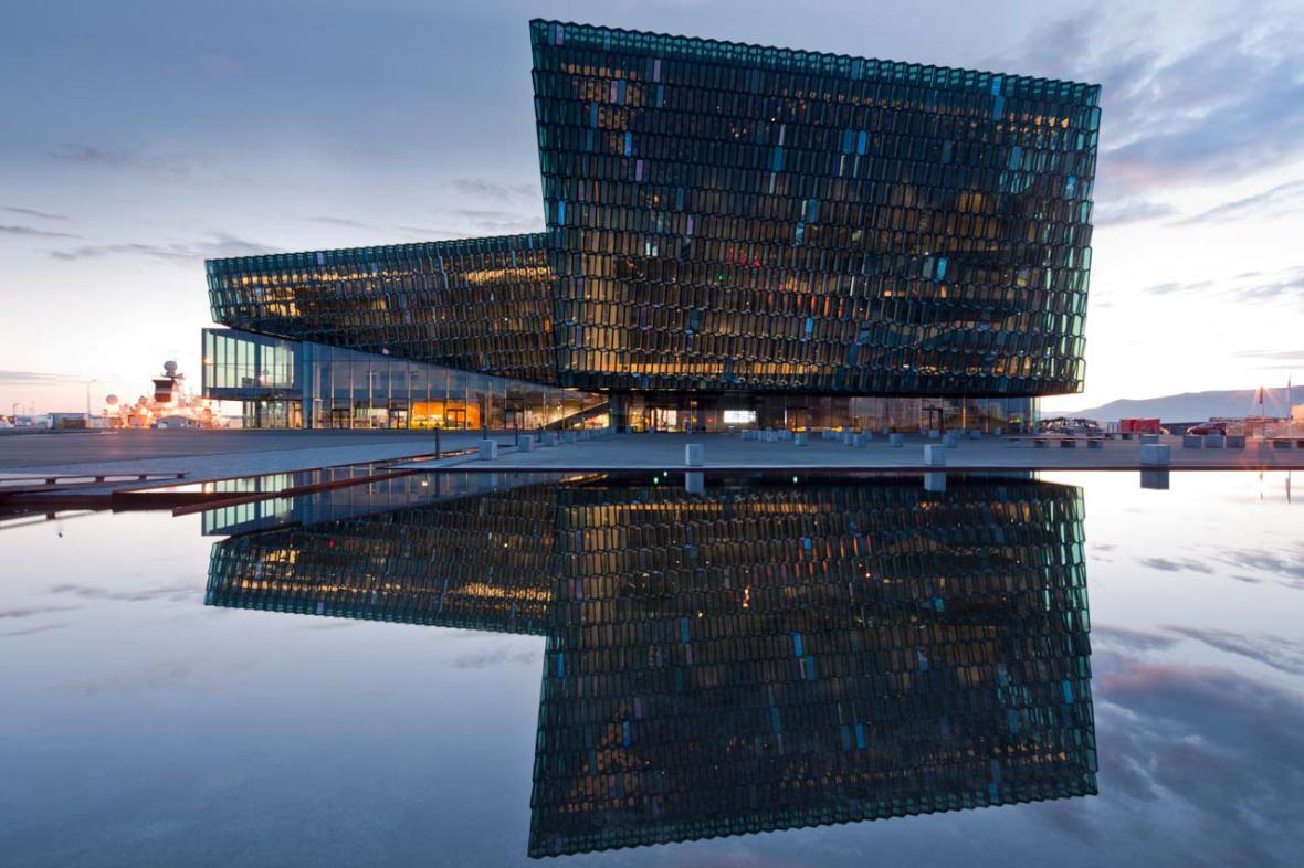 Koncertní budova Harpa v Reykjavíku