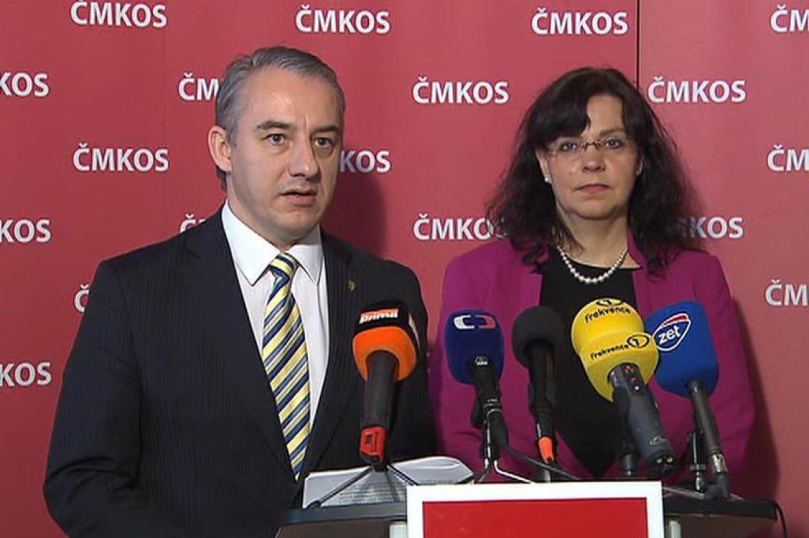 Šéf ČMKOS Josef Středula a ministryně práce Michaela Marksová na brífinku