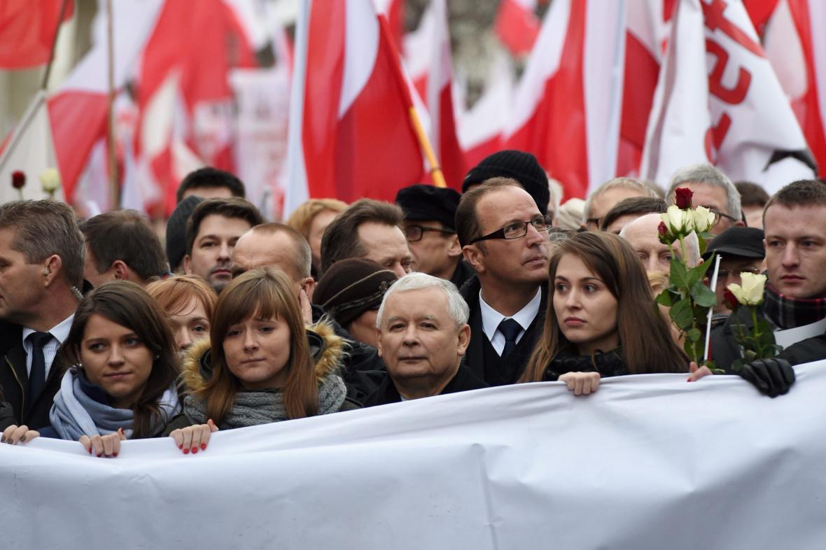 Demonstrace v centru Varšavy vedená Jaroslawem Kaczynským