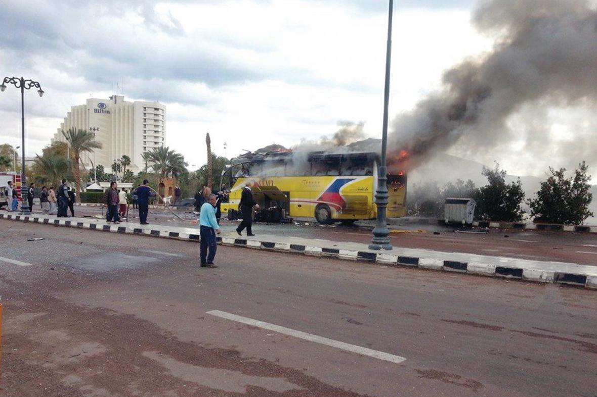 Exploze turistického autobusu v Egyptě