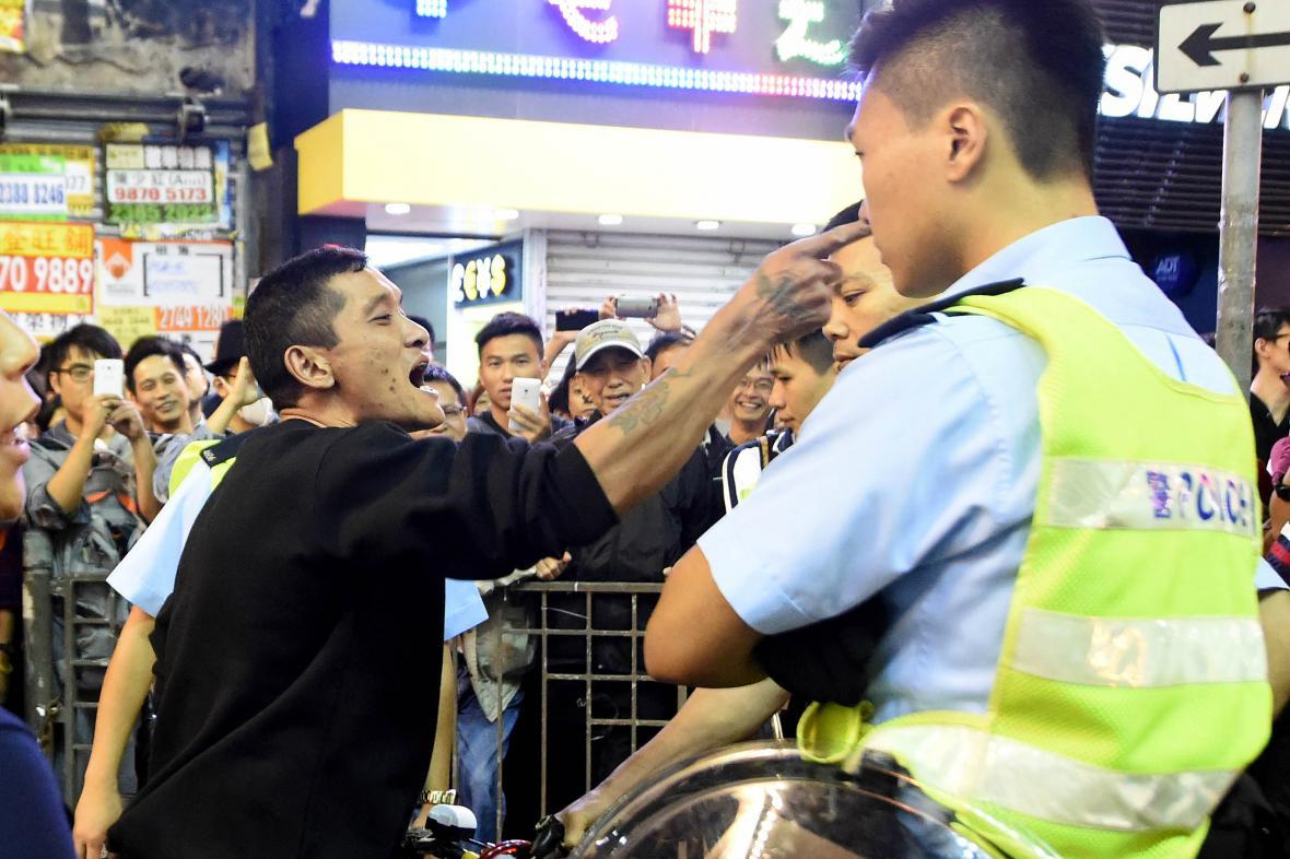 Vyklízení tábora demonstrantů v Hongkongu