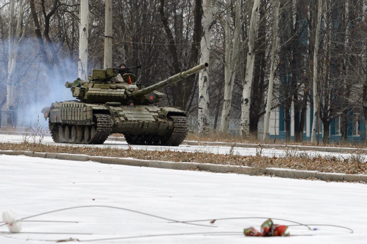 Neoznačený tank na východní Ukrajině