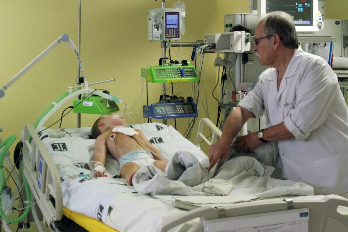 Polští lékaři bojují o život podchlazeného chlapce