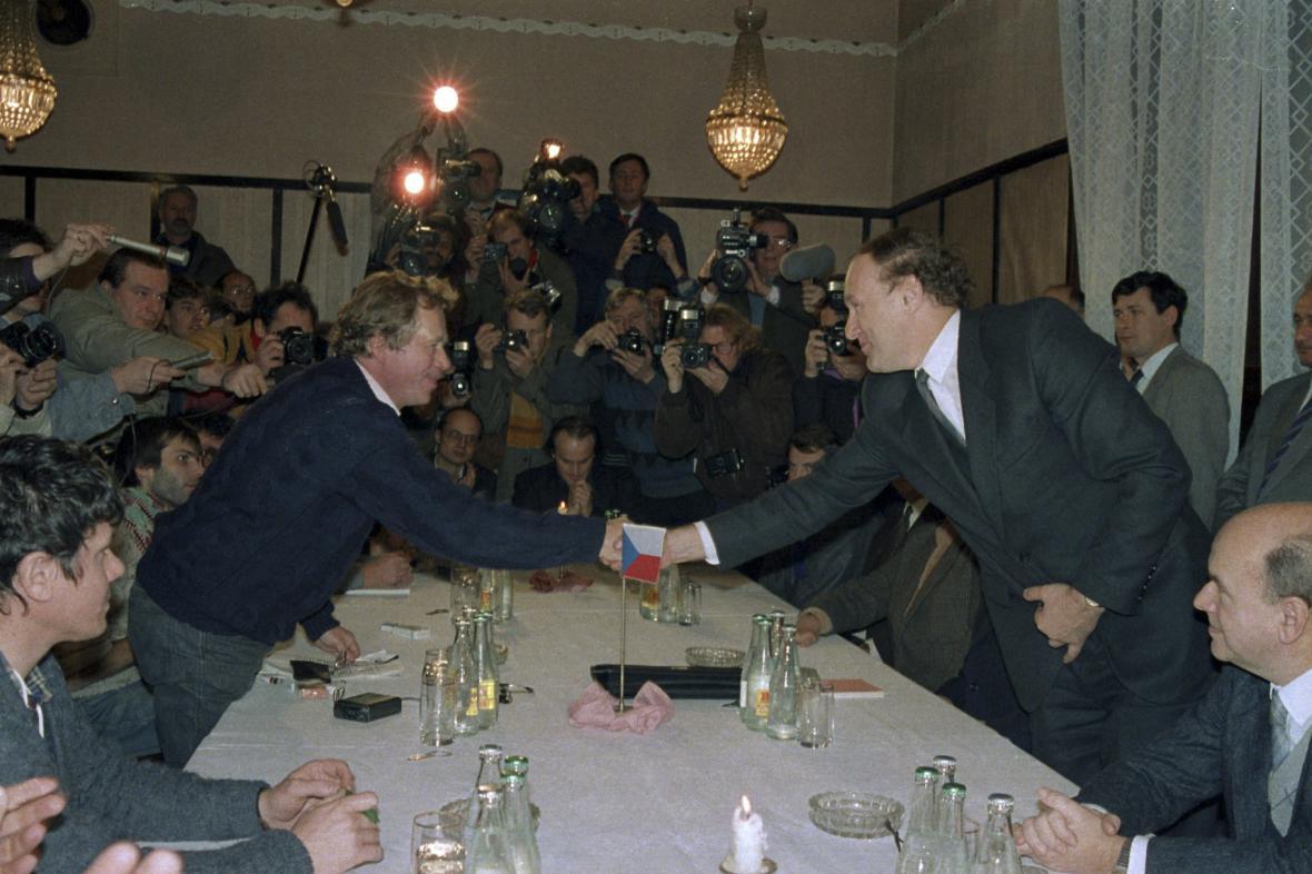 Jednání  ÚV Národní fronty s Občanským fórem, listopad 1989