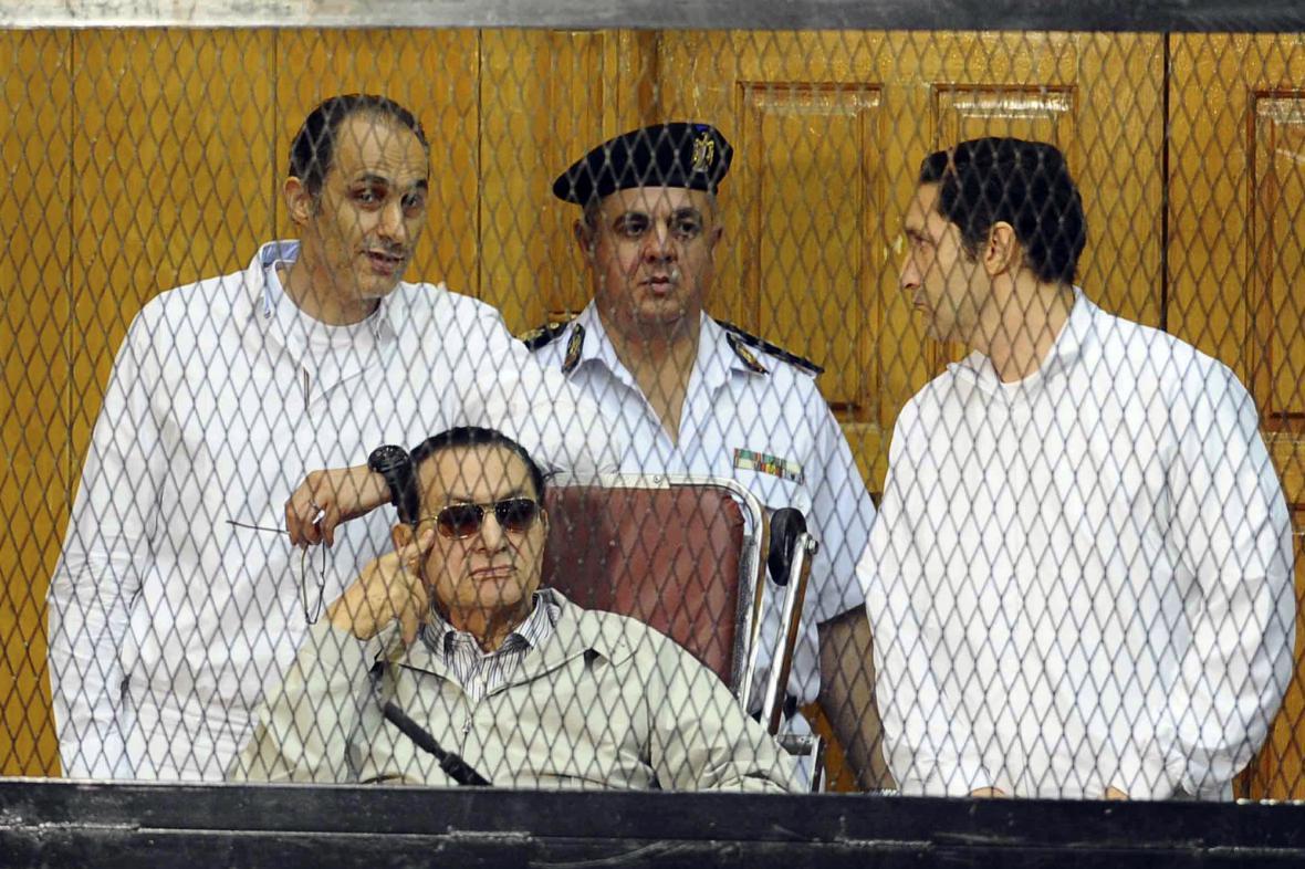 Husní Mubarak před soudem