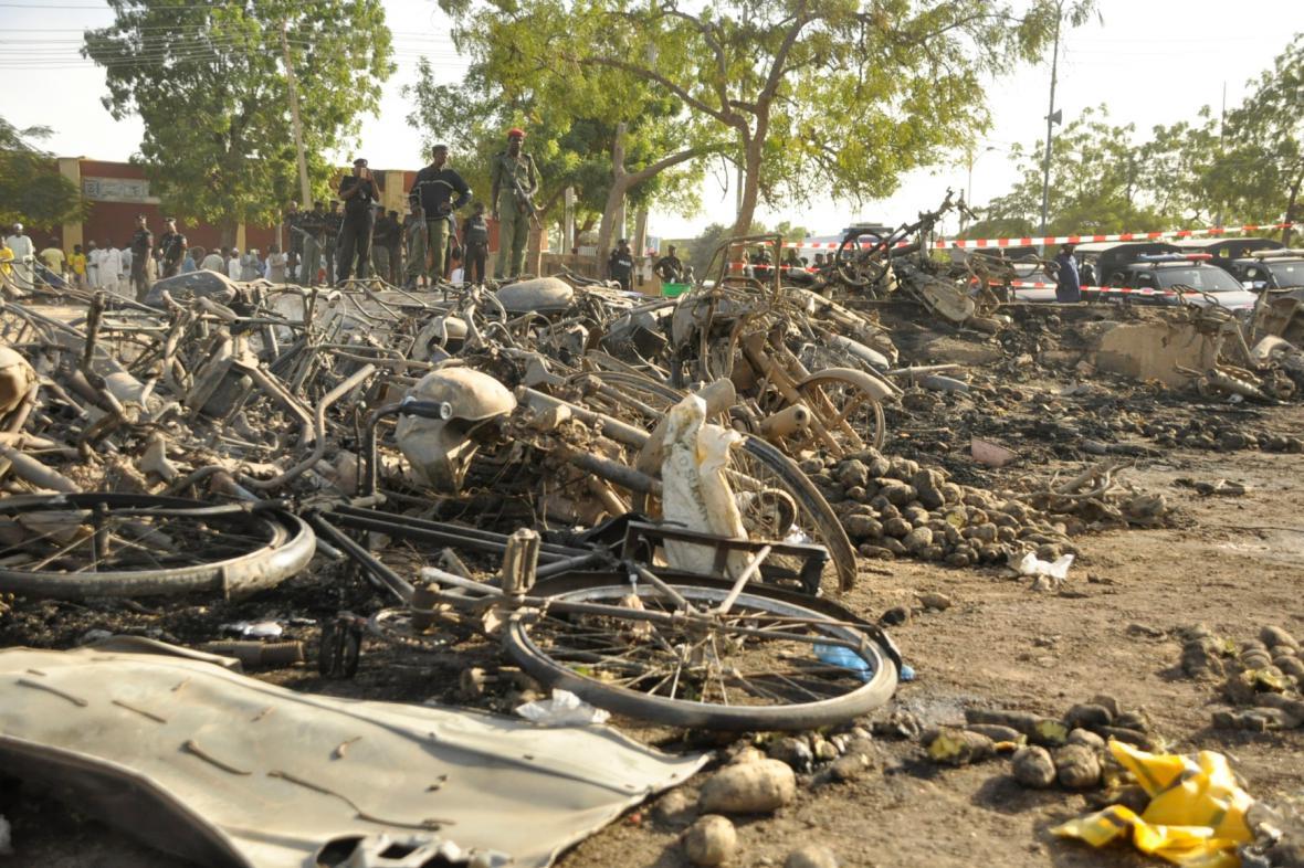 Trosky mešity po bombovém útoku v nigérijském městě Kano
