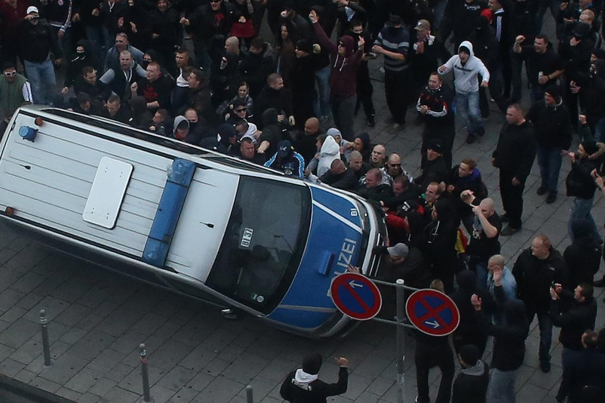 Demonstrace neonacistů v Kolíně nad Rýnem