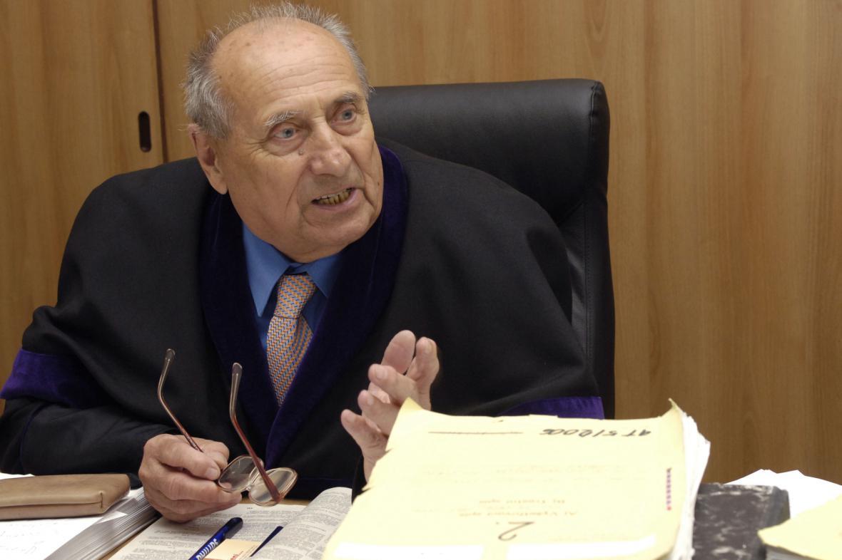 Soudce Jiří Bernát na archivní fotografii