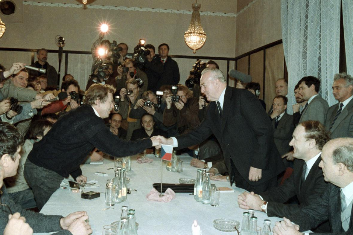 Jednání Václava Havla a OF s Ladislavem Adamcem a ÚV NF ČSSR