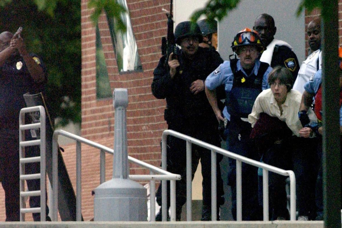 Zásah policie proti útočníkovi na univerzitě v Clevelandu