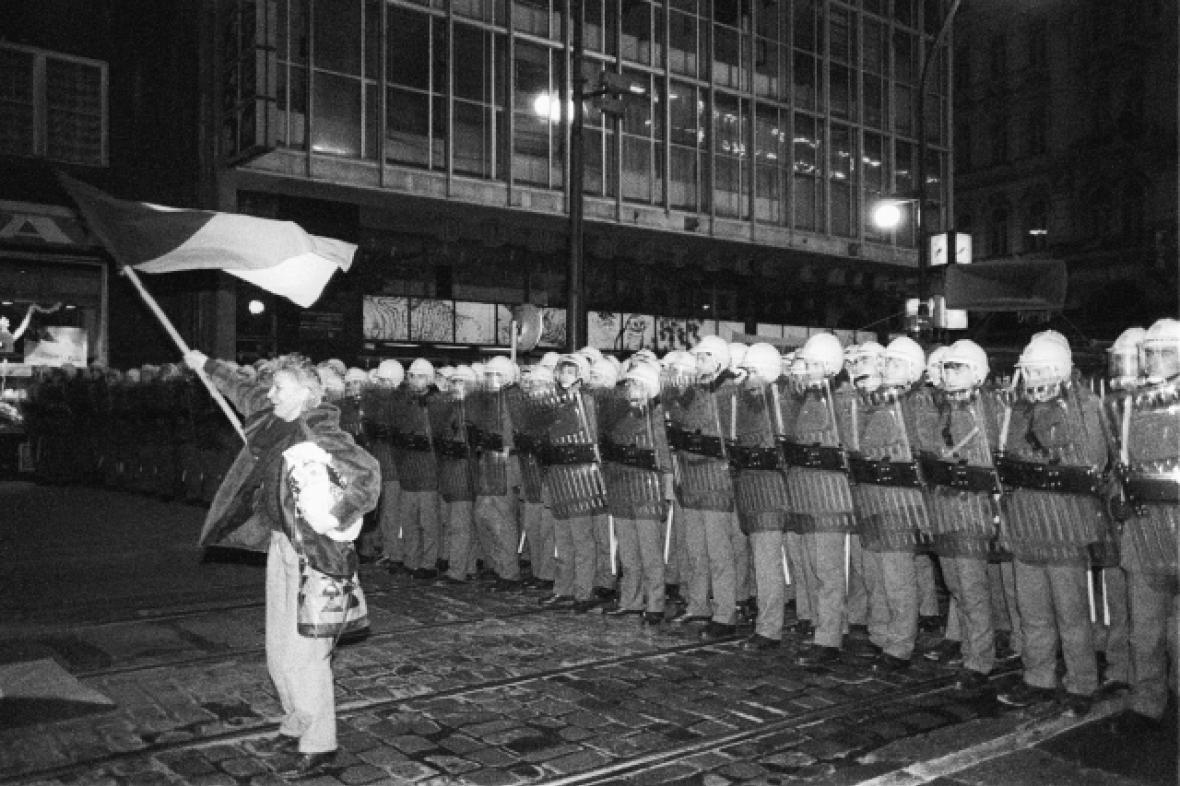 Veřejná bezpečnost na Národní třídě 17. 11. 1989