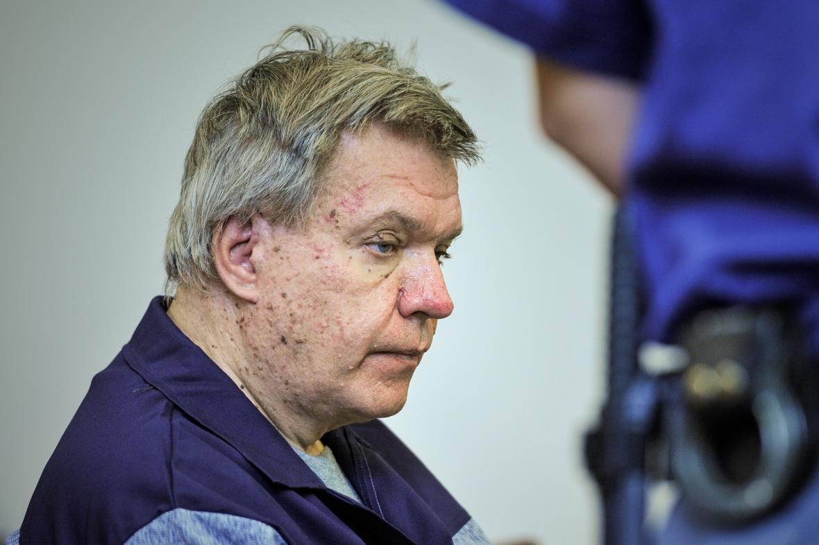 Lékař Jaroslav Barták u Krajského soudu v Liberci