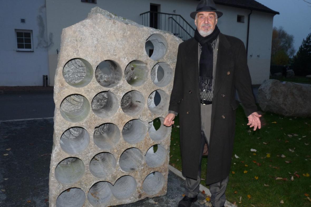 Pavel Opočenský u svého díla