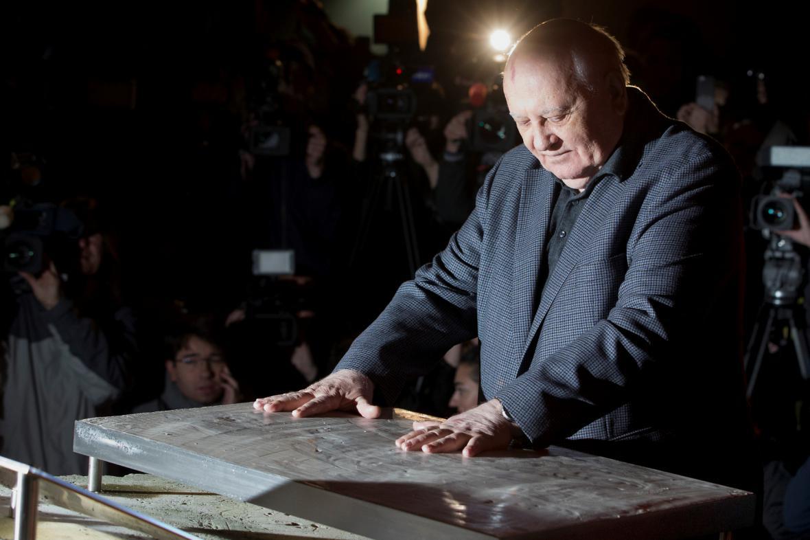 Michail Gorbačov otevřel výstavu věnovanou pádu Berlínské zdi
