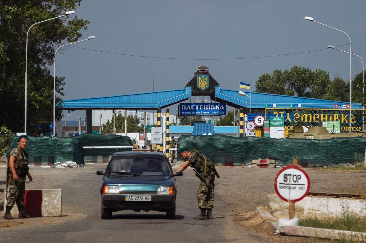 Pasové kontroly na východě Ukrajiny jsou realitou