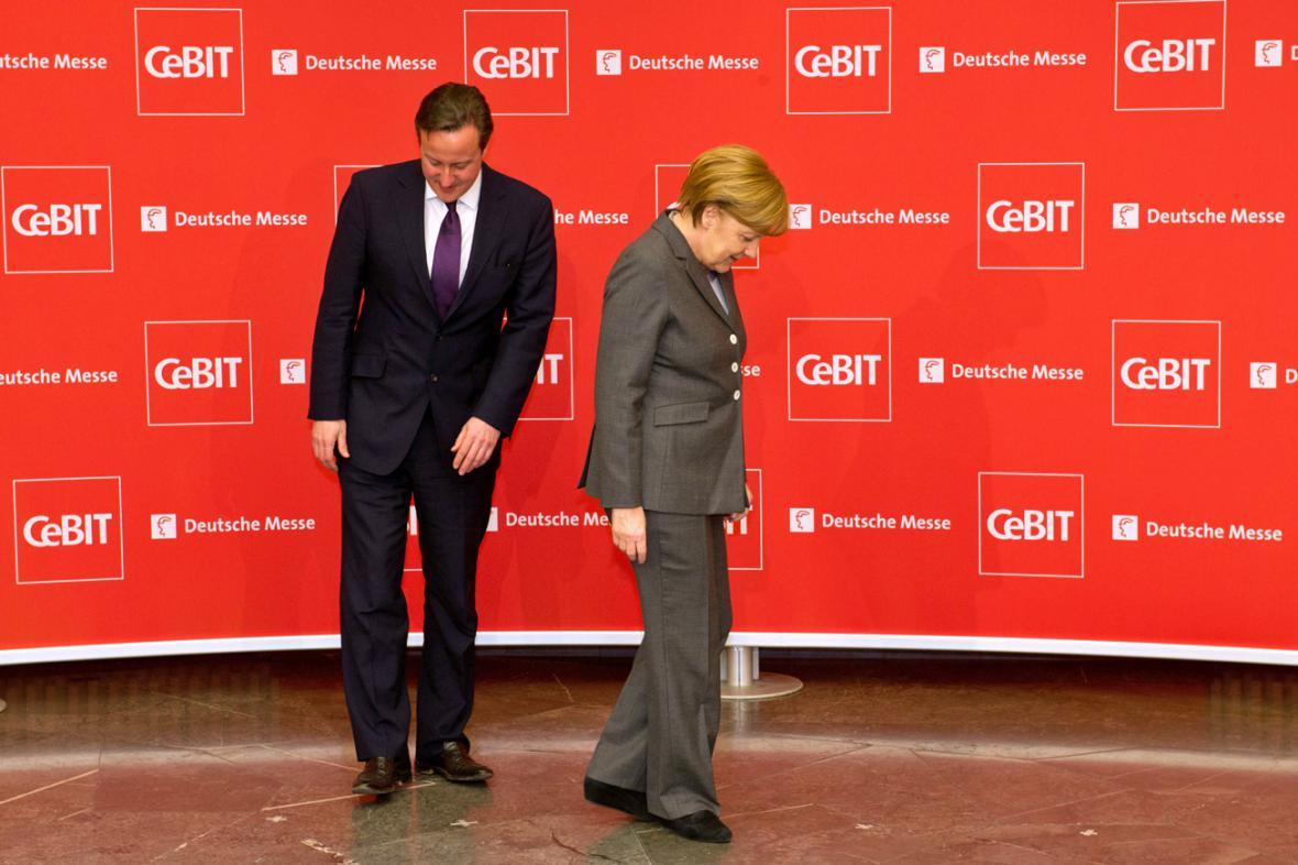 David Cameron a Angela Merkelová na veletrhu CeBIT