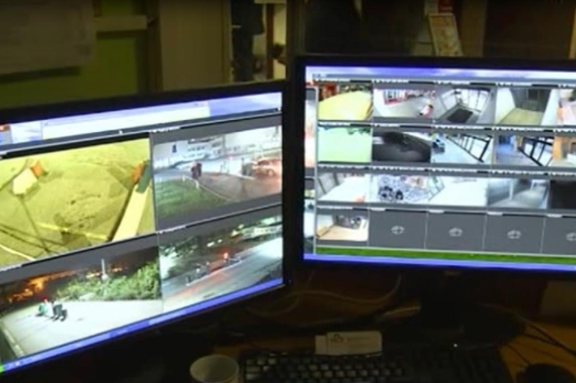Ochranka sleduje noční provoz nemocnice
