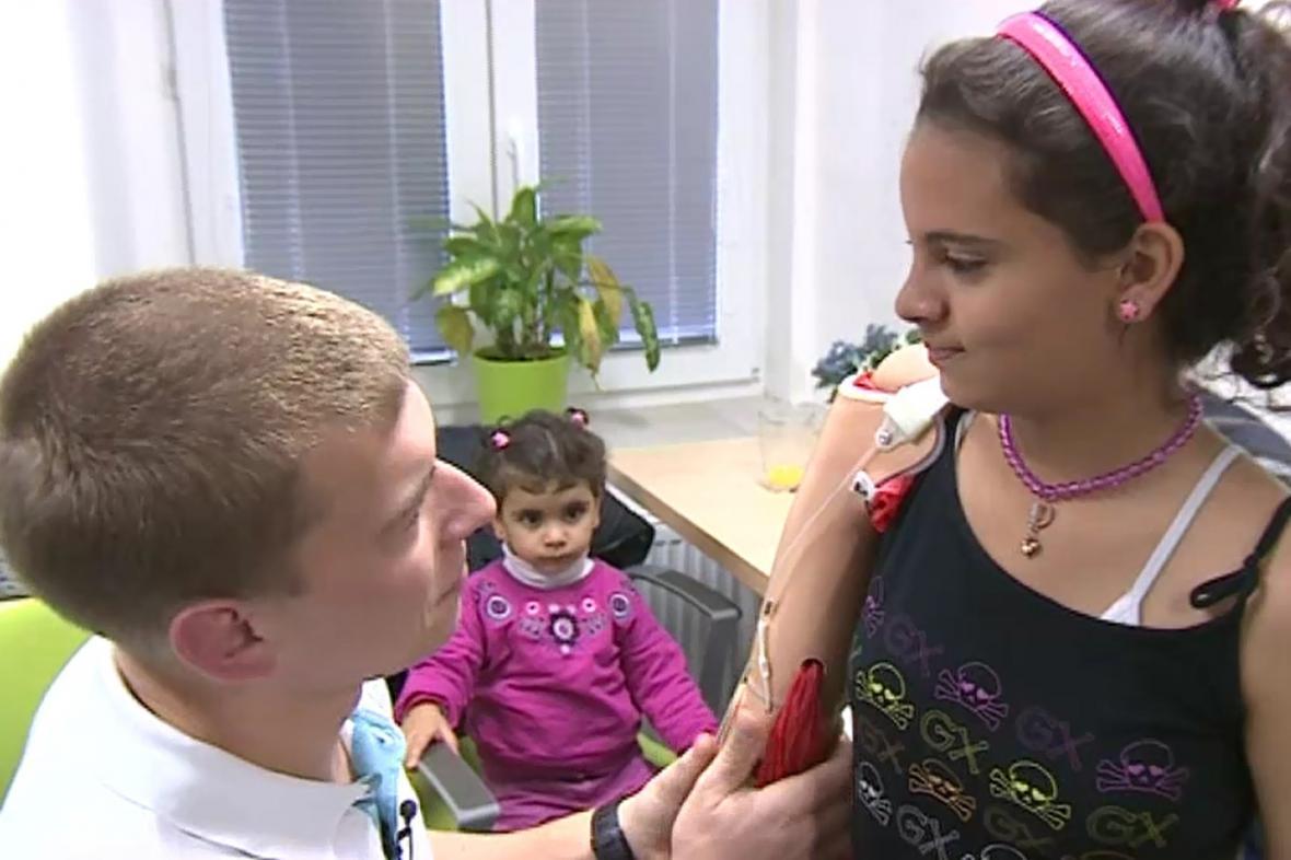 Sidra může díky české pomoci používat obě ruce