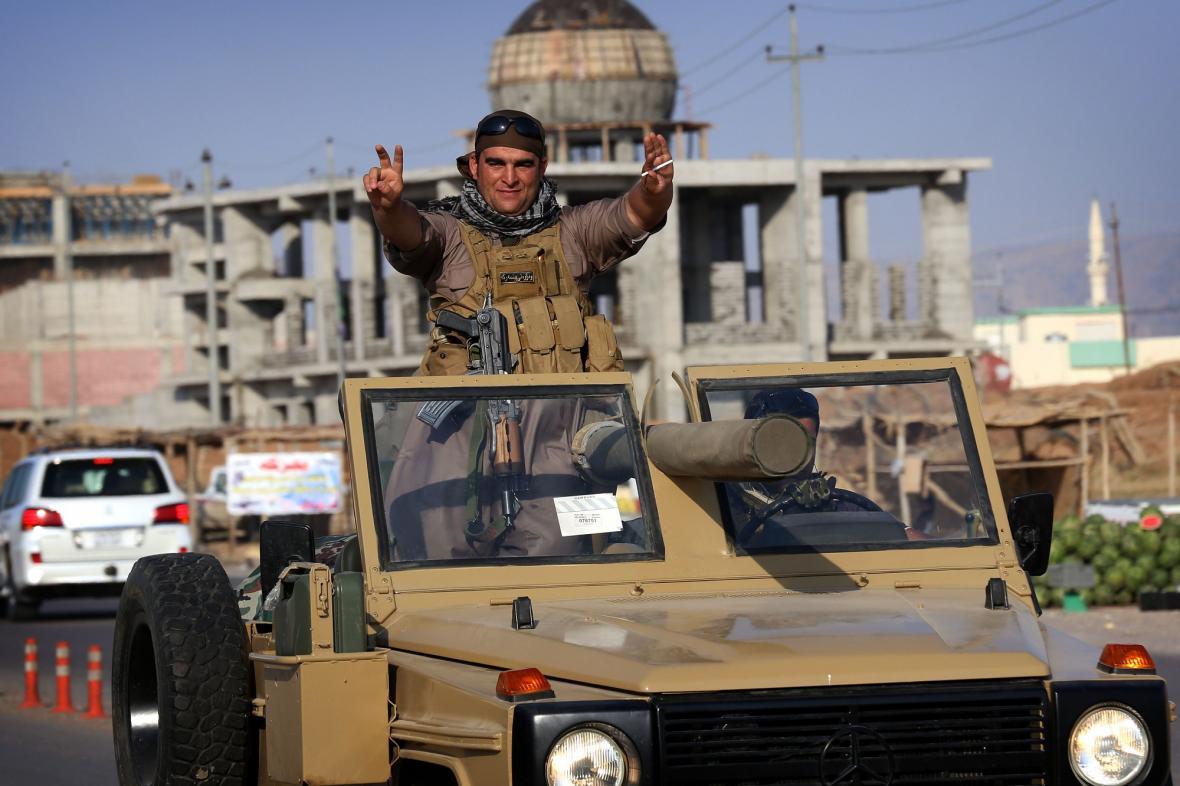 Pešmergové na cestě do Kobani