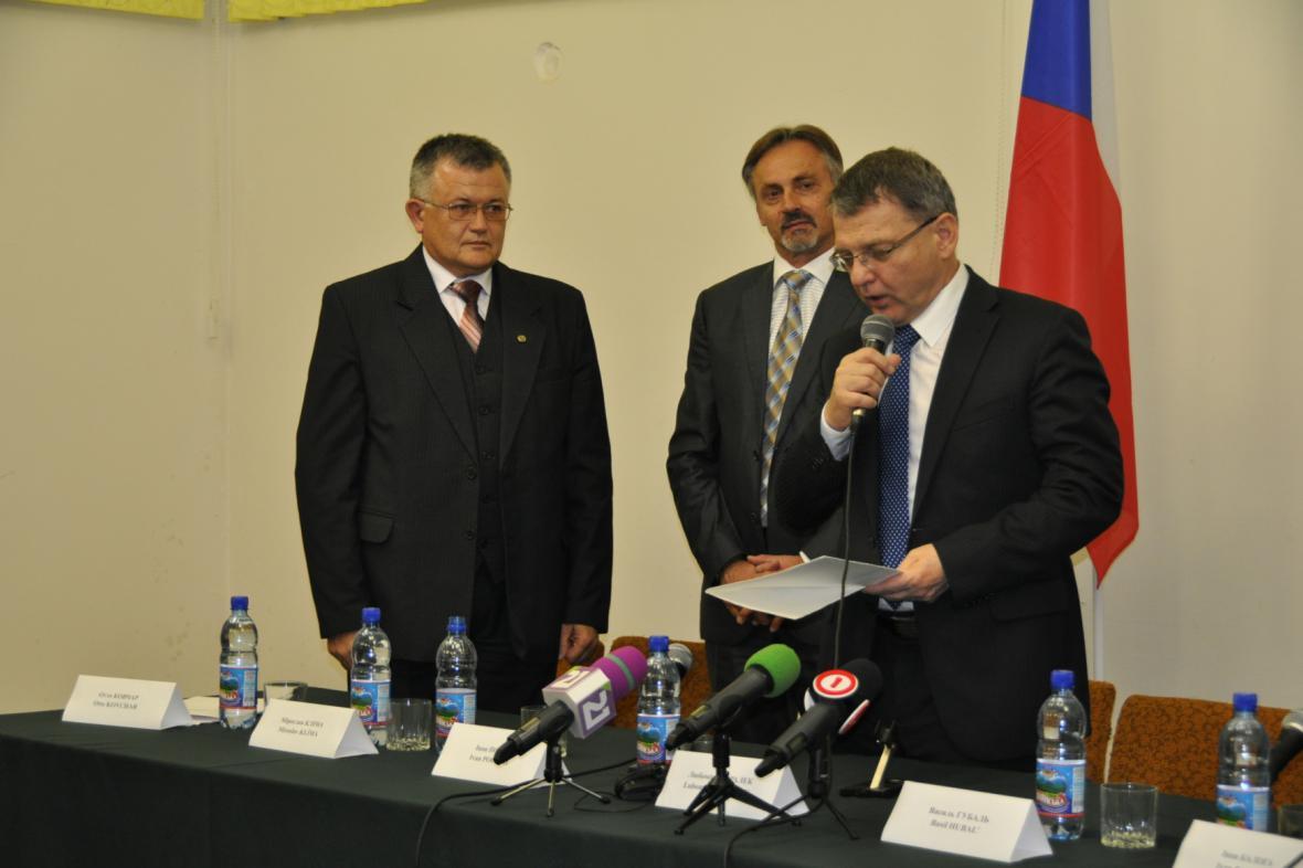 Lubomír Zaorálek při otevření českého konzulátu v Užhorodu