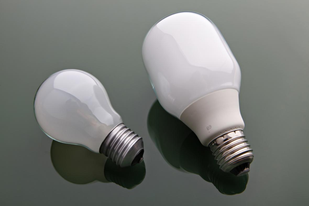 Klasická a úsporná žárovka