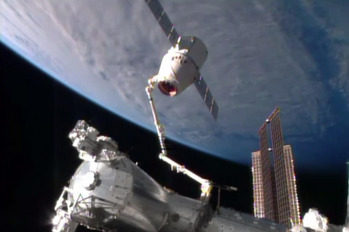 Odpojení SpaceX Dragon od ISS