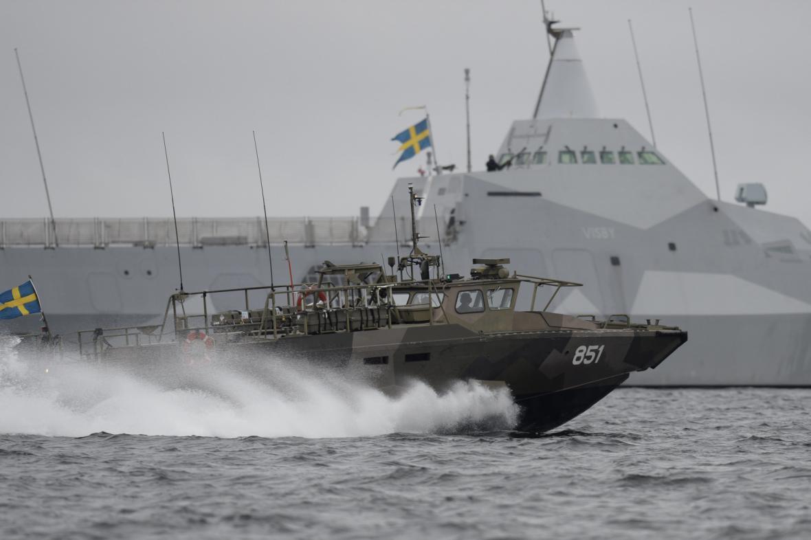 Švédská armáda prohledává Stockholmské souostroví