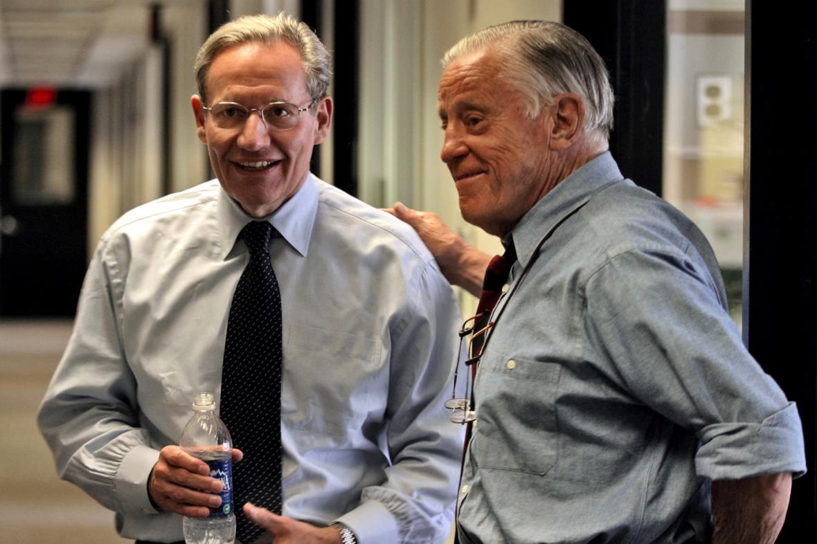 Novinář Bob Woodward s šéfredaktorem Benem Bradleem