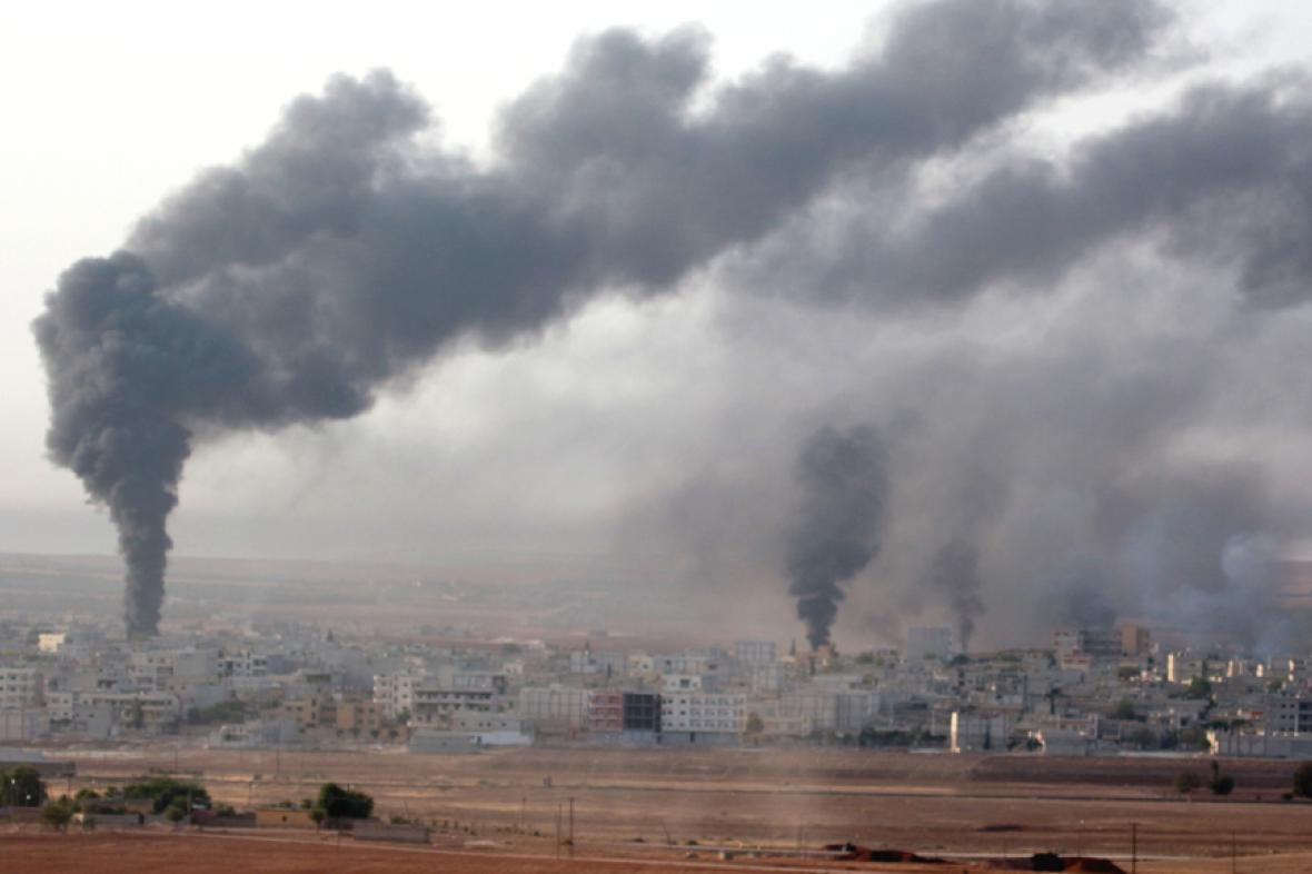 Stopy spojeneckých náletů na cíle islamistů v Kobani