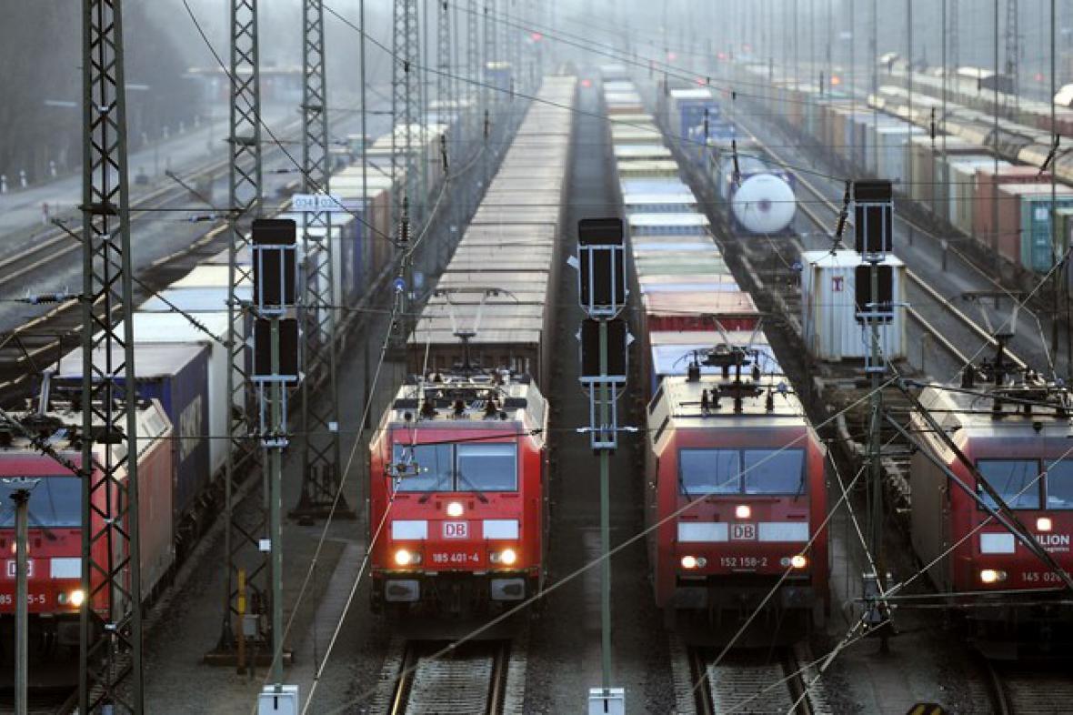 Vlaky stojí