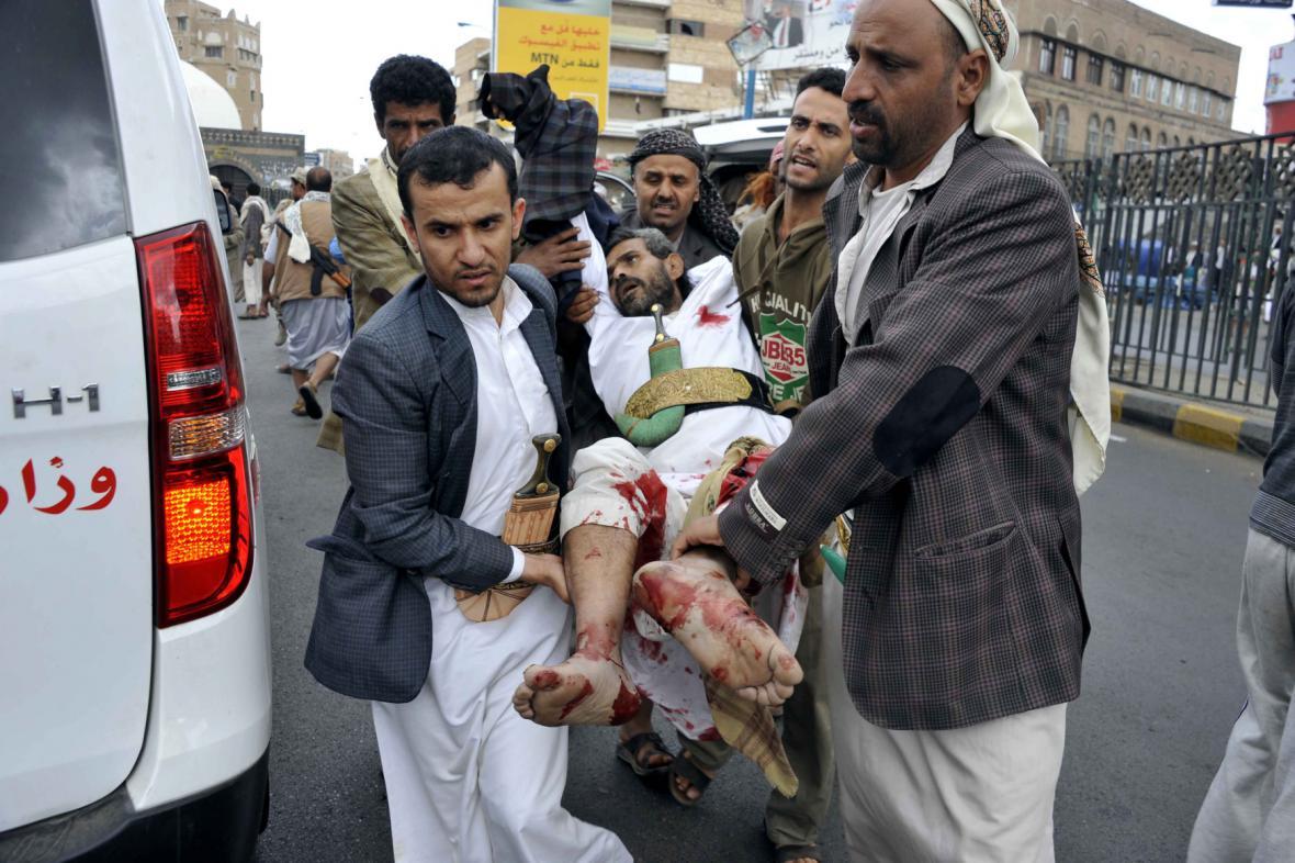 Muž zraněný po sebevražedném útoku v Jemenu