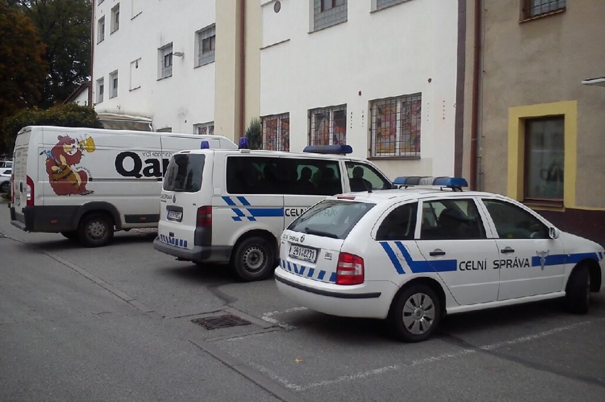Zásah celníků ve svitavském skladu firmy Qanto