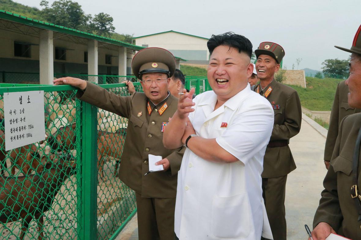 Kim Čong-un s cigaretou