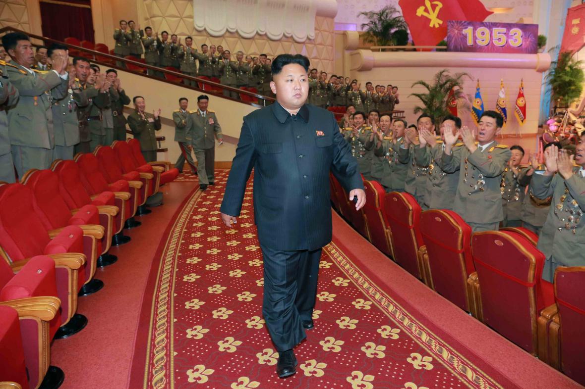Kim Čong-un má potíže s chůzí