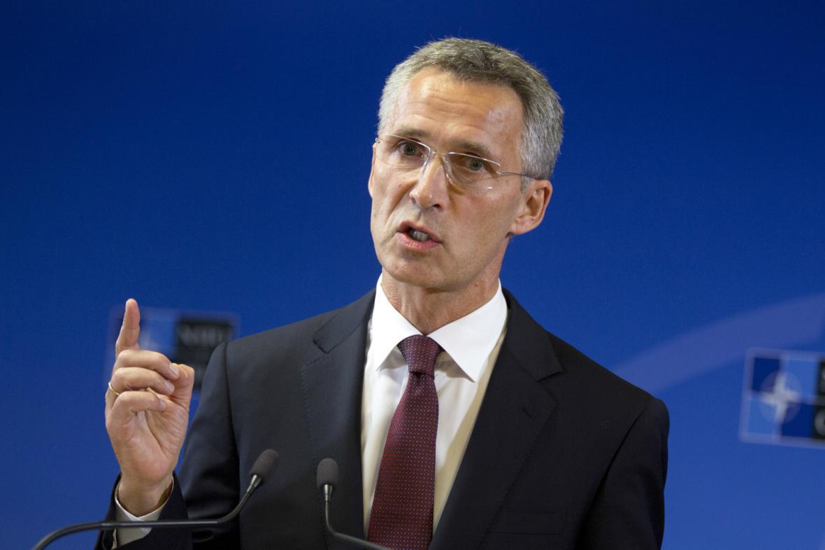 Jens Stoltenberg během první tiskové konference ve funkci šéfa NATO