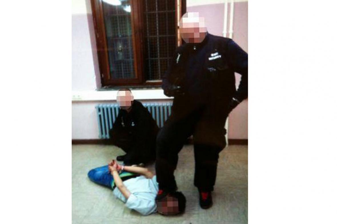 Týrání v azylovém centru v Burbachu