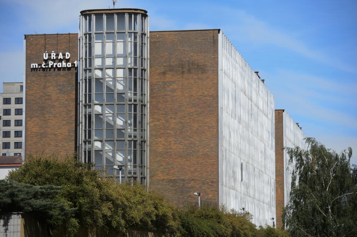 Budova úřadu městské části Praha 10