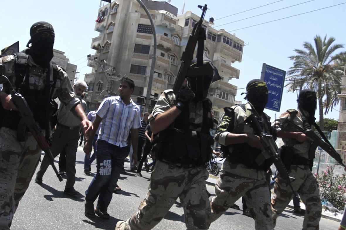 Ozbrojenci Hamasu v ulicích města Gaza