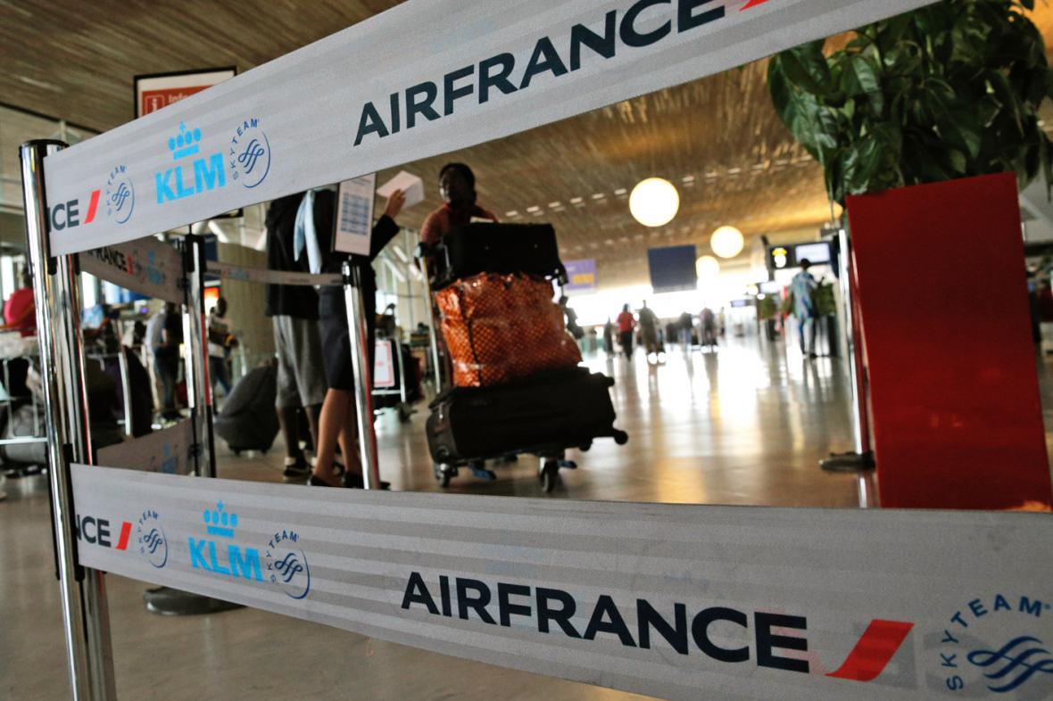 Piloti Air France prodloužili stávku