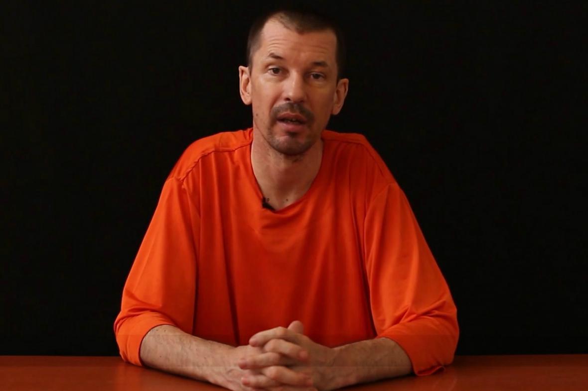 John Cantlie na videu zveřejněném Islámským státem