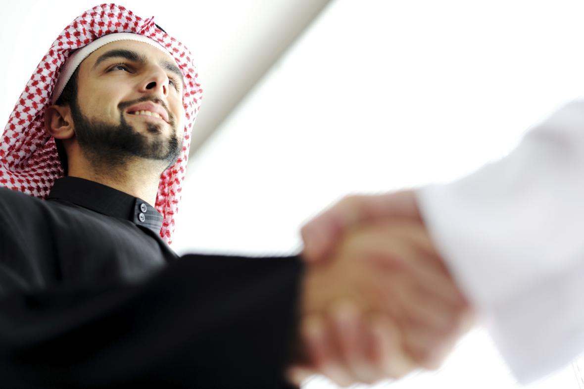 Spolupráce s Araby
