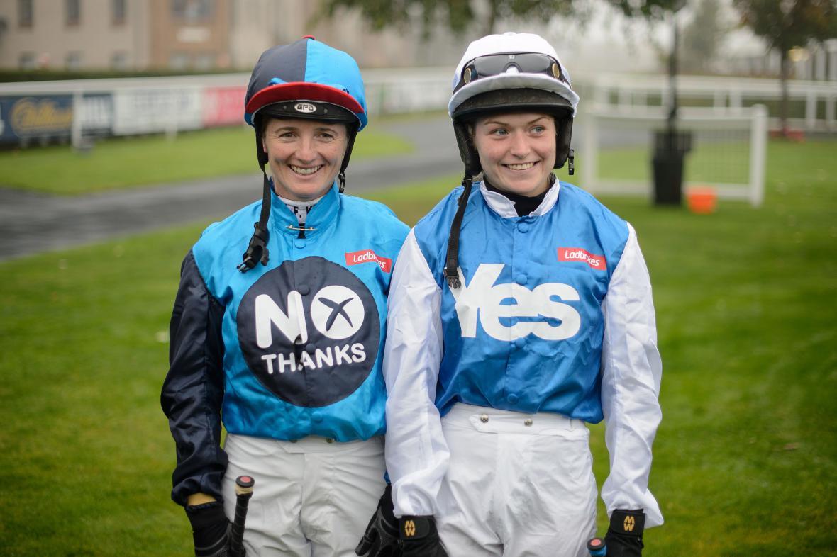 Skotské žokejky už ví, jak budou ve čtvrtek hlasovat