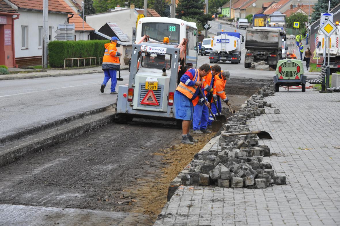 Silničáři položí mezi Lipůvkou a Lažanami novou vozovku