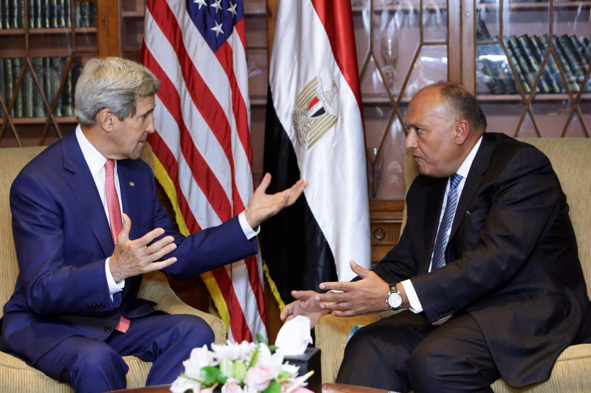 Jednání Kerryho s jeho egyptským protějškem Šukrím