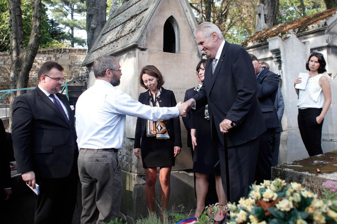 Miloš Zeman si ve Francii zavzpomínal na legionáře