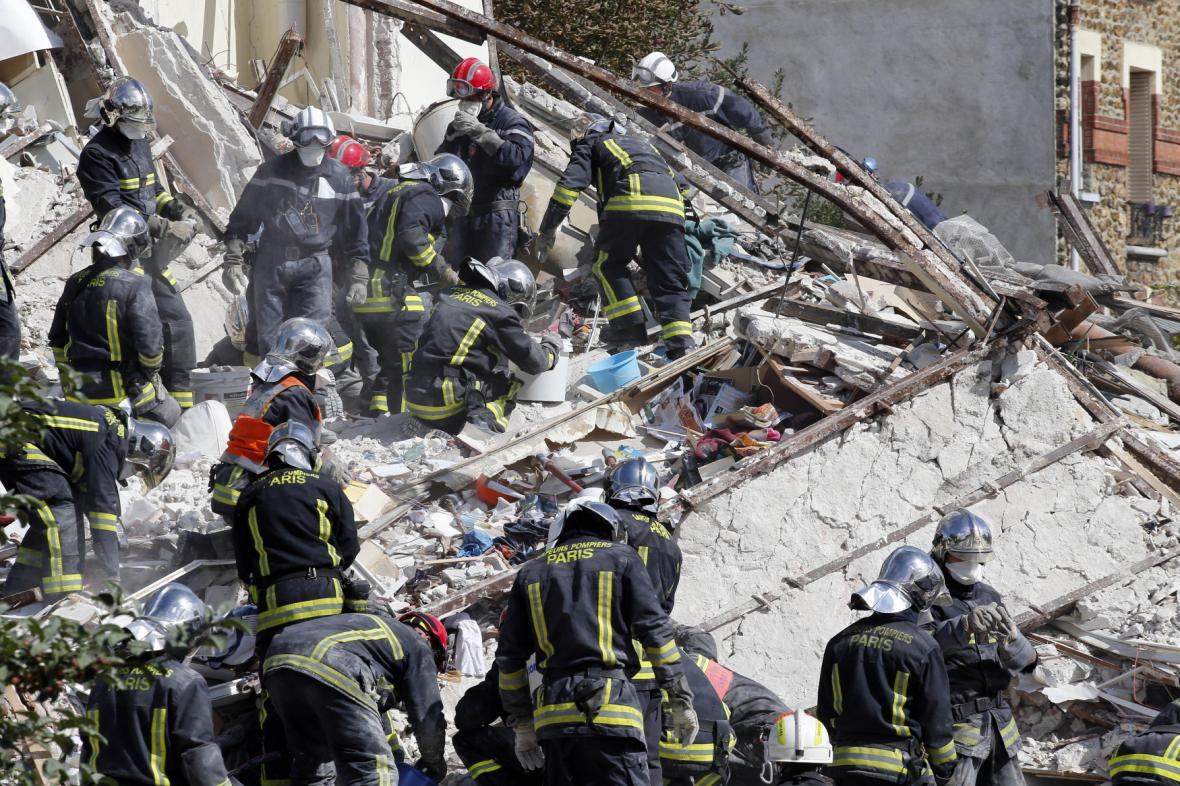 Výbuch domu na předměstí Paříže