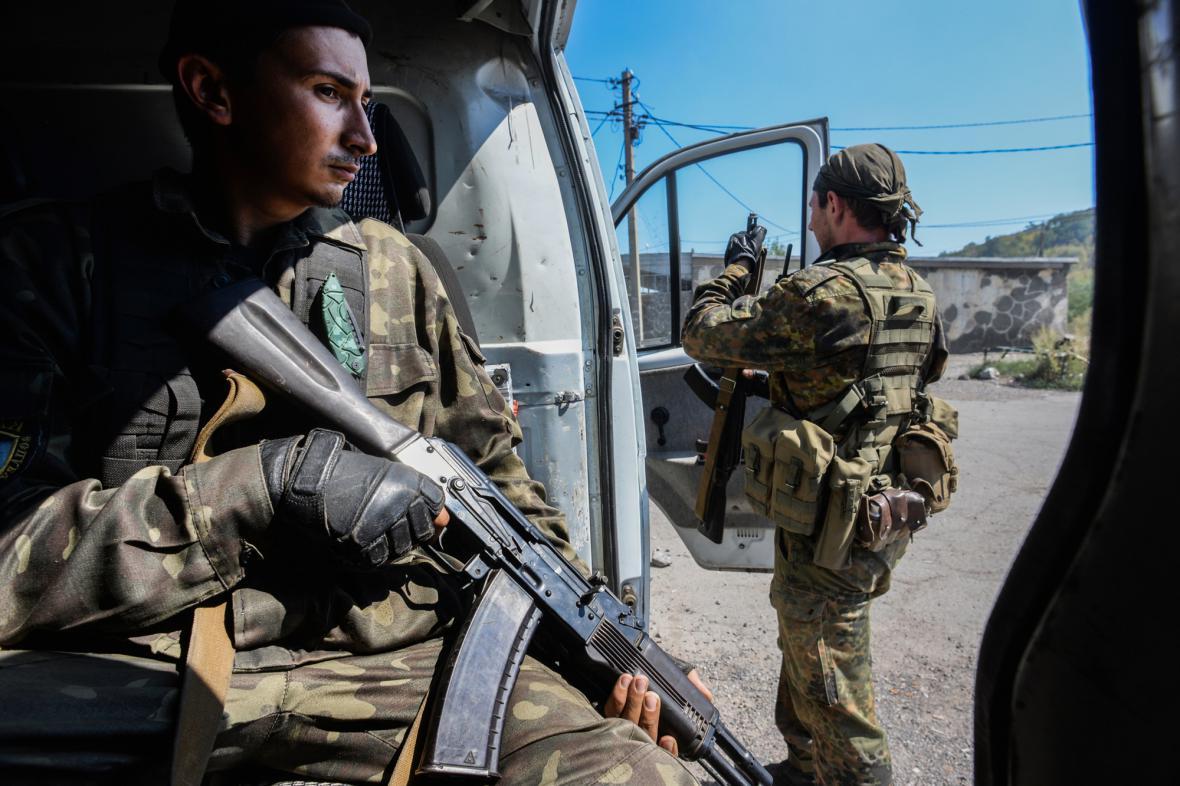 Proruští separatisté na stráži poblíž Doněcku
