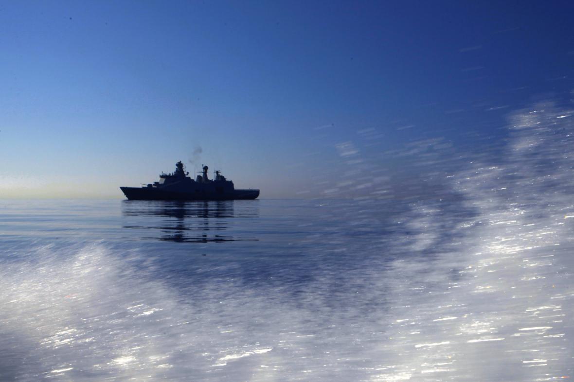 Loď s nákladem syrských chemických zbraní