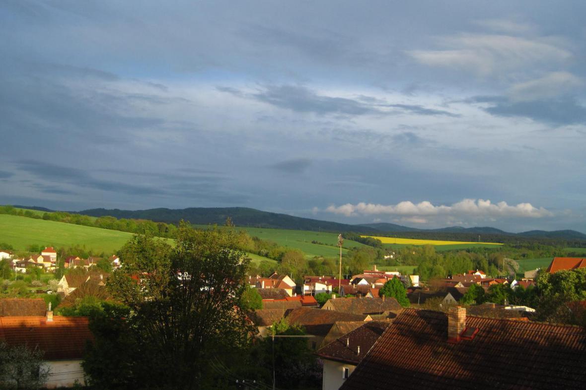 Krajina s vesnicí